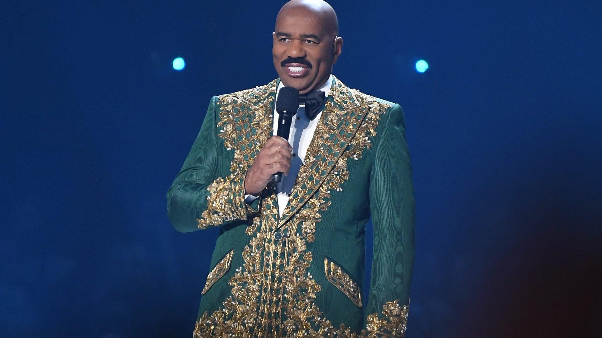 Steve Harvey Seemingly Mixes Up Names At Miss Universe Pageant Again
