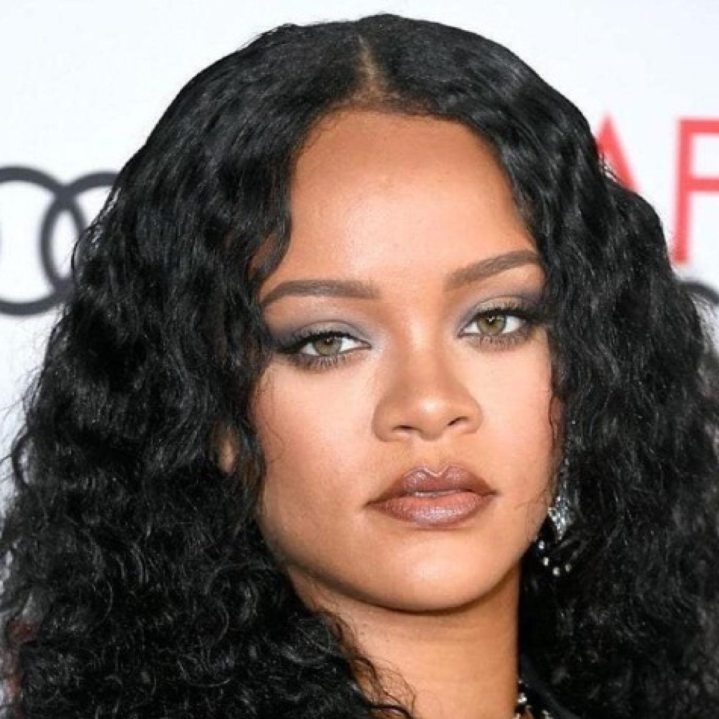 Must-See: Rihanna's Eyebrow Tutorial Is Beauty Gold