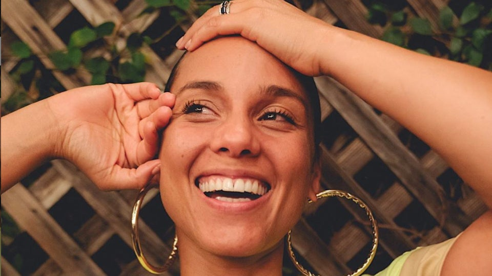 """Alicia Keys Reveals Her Secrets To Glowing Skin In """"Get Unready With Me"""" Tutorial"""
