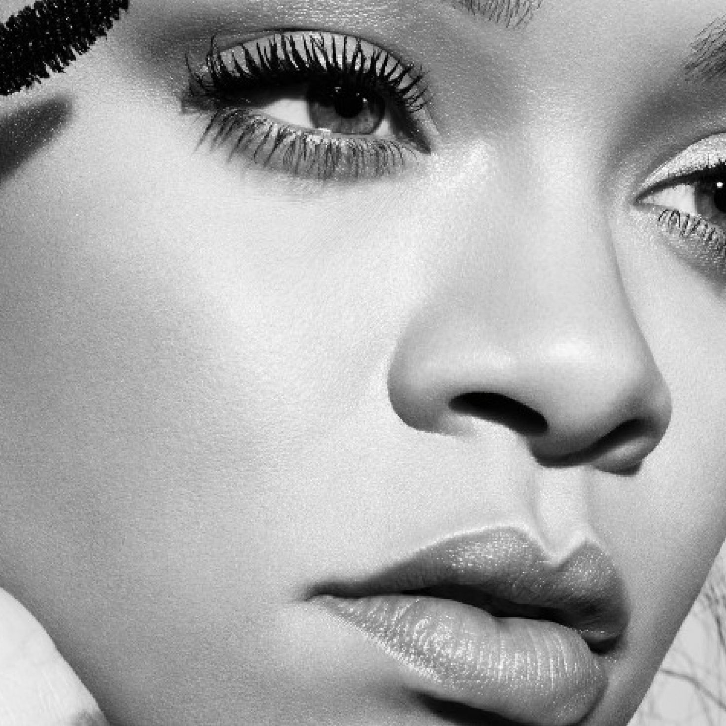 Rihanna Just Revealed The Secret To Longer-Looking Lashes