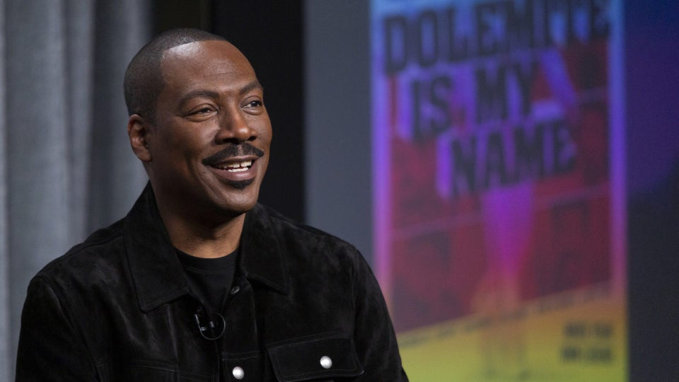 Eddie Murphy Reportedly Sneaking Into Comedy Clubs To Test Jokes