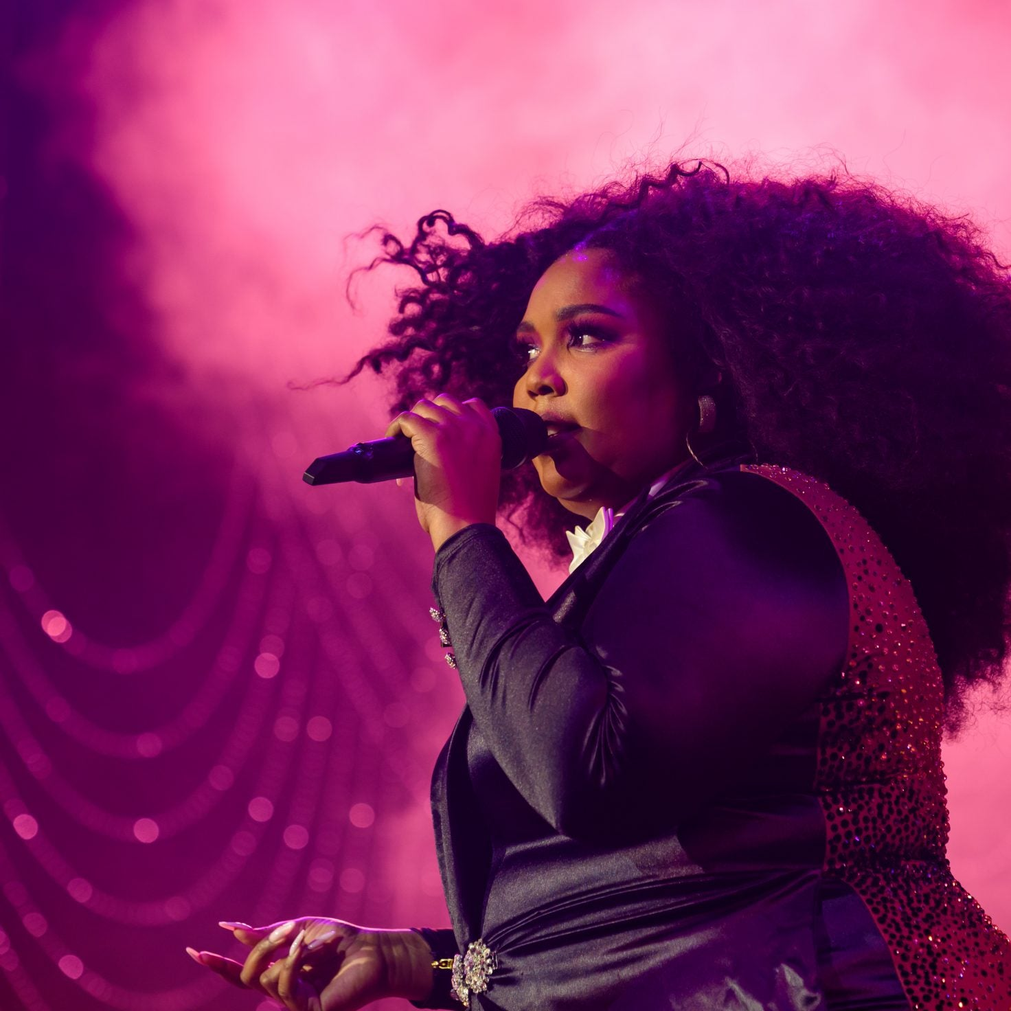 Lizzo Hits The Stage For Spectacular New Year's Performance In Vegas!