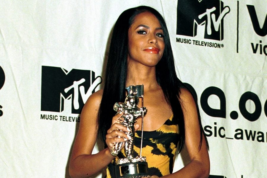 10 Of Our Favorite Fashion Moments From Aaliyah