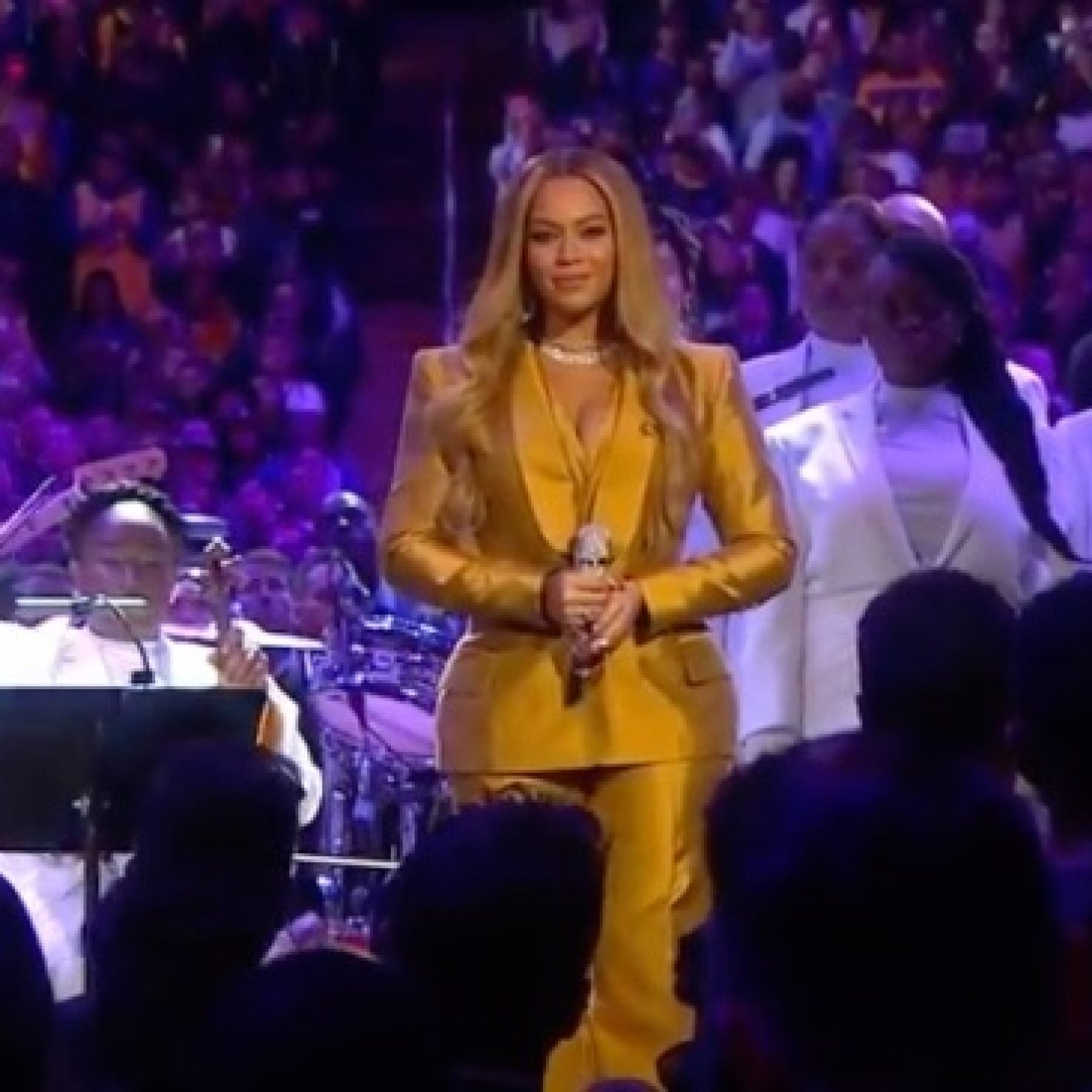 Beyoncé Opens Kobe Bryant and Gianna's Memorial Service With All-White Tribute