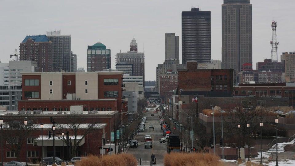 Sanders Gains Momentum As 2020 Iowa Caucus Gets Underway