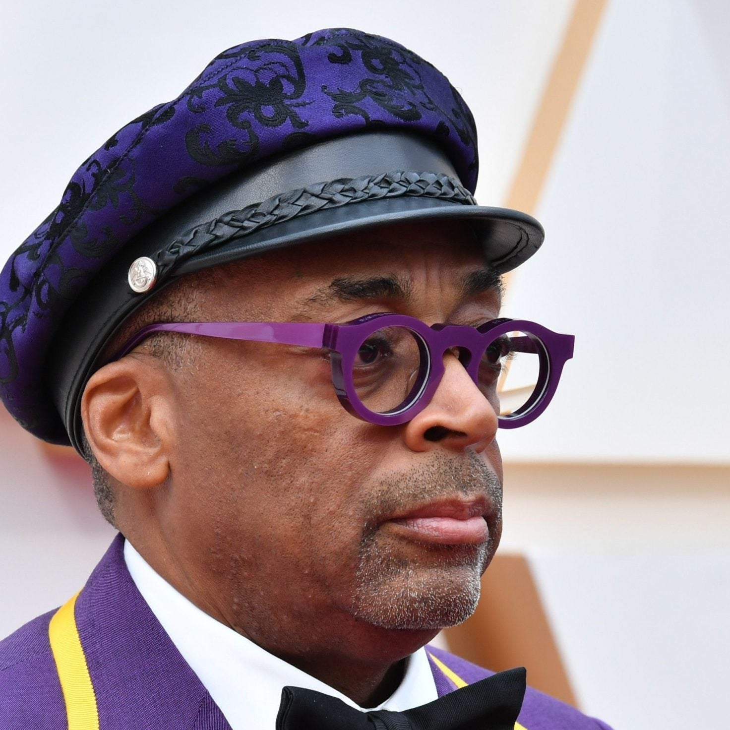 Spike Lee Pays Tribute To Kobe Bryant On Oscars Red Carpet