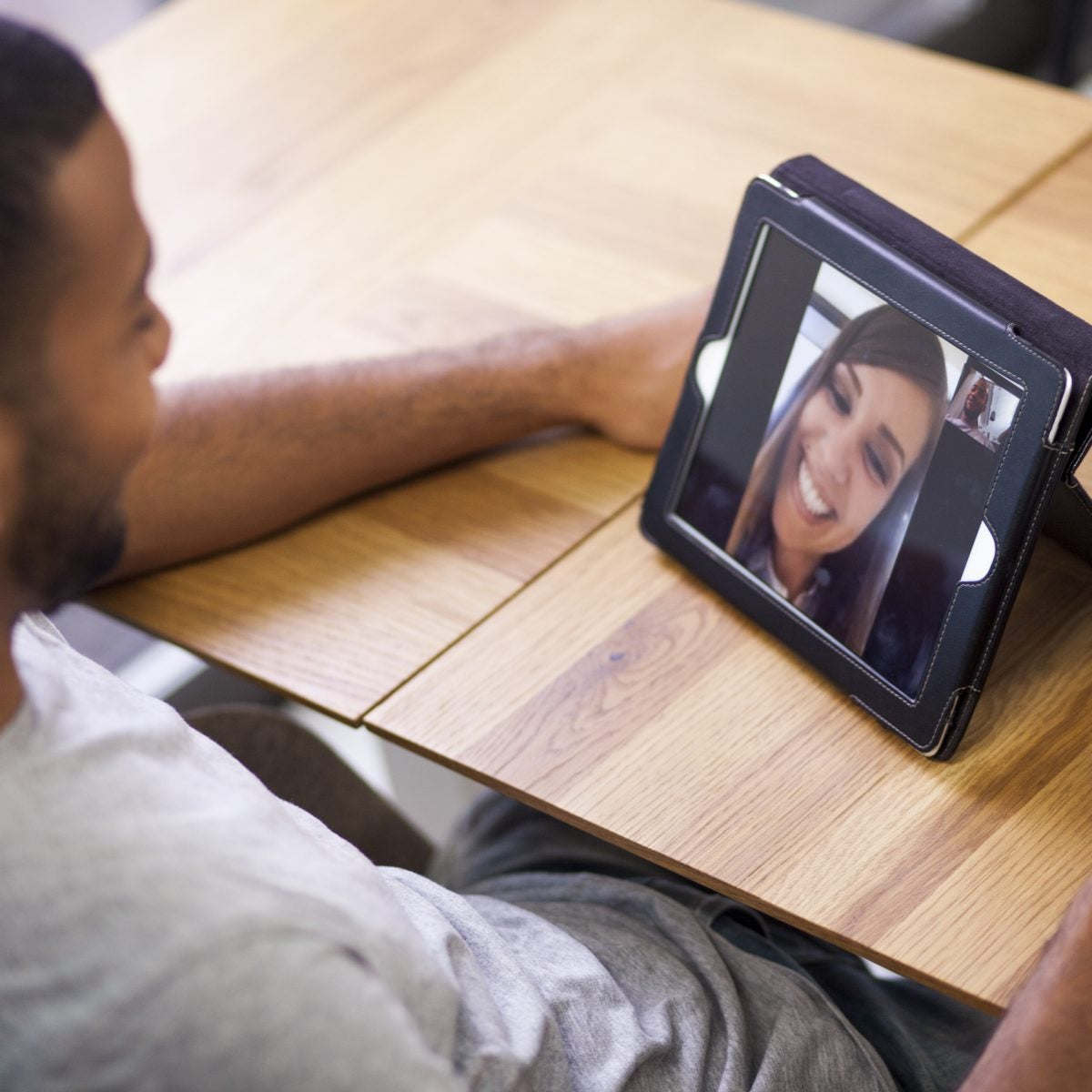 How to Date Virtually and Enjoy Each Other's Company During The Quarantine