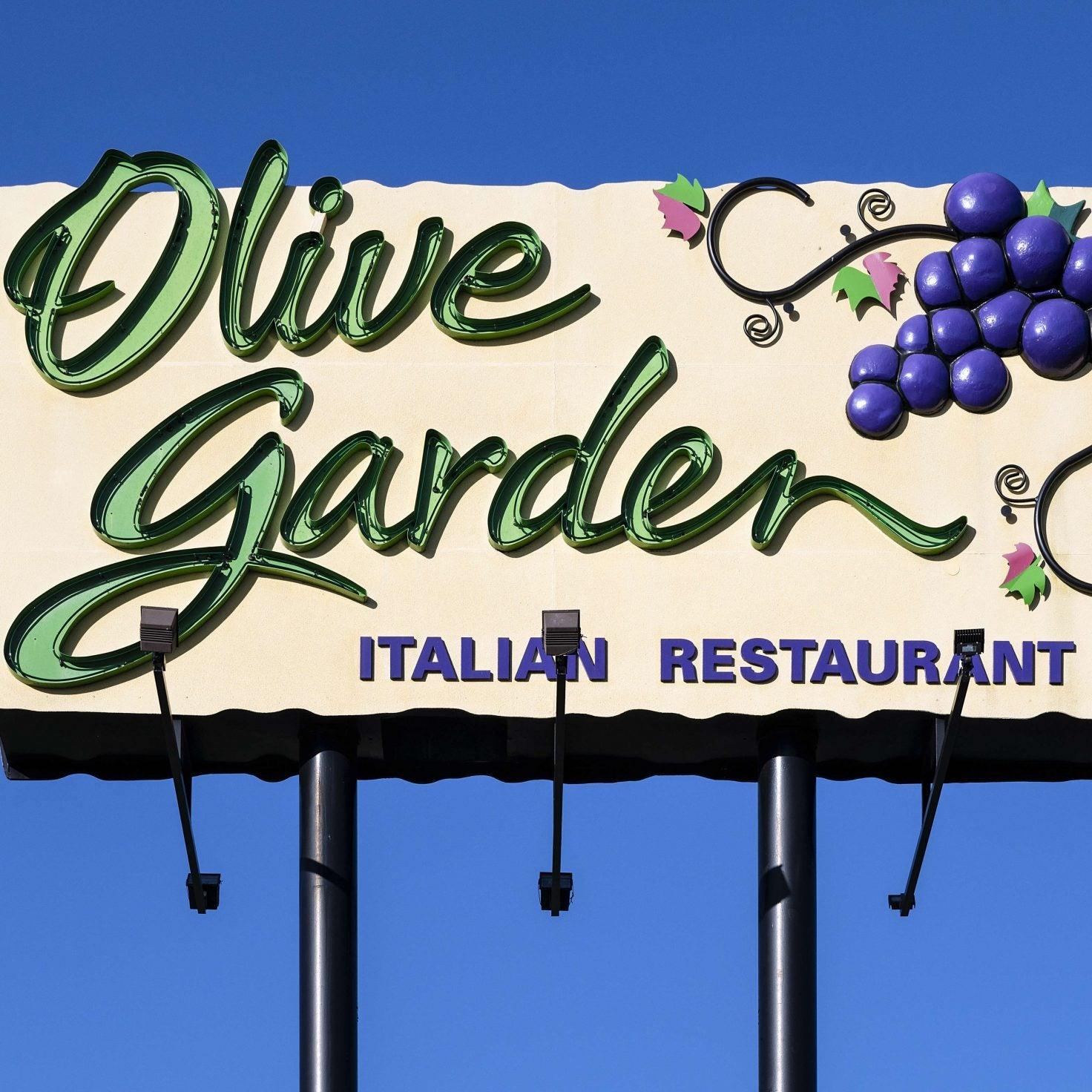 Olive Garden Employee To File Lawsuit After Customer Demanded Non-Black Server