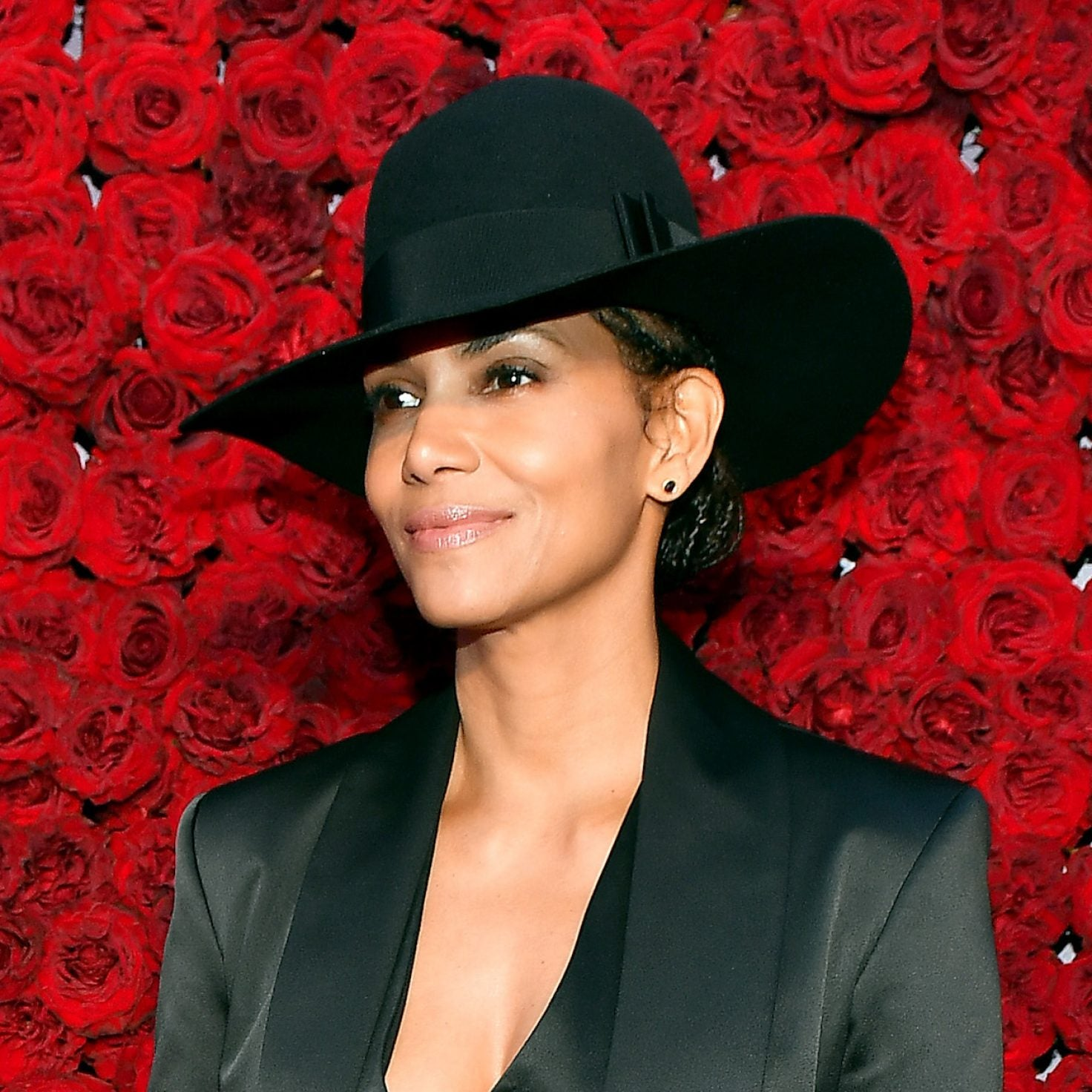 Halle Berry's Distant Relative Sarah Palin 'Ain't Invited To The Cookout'