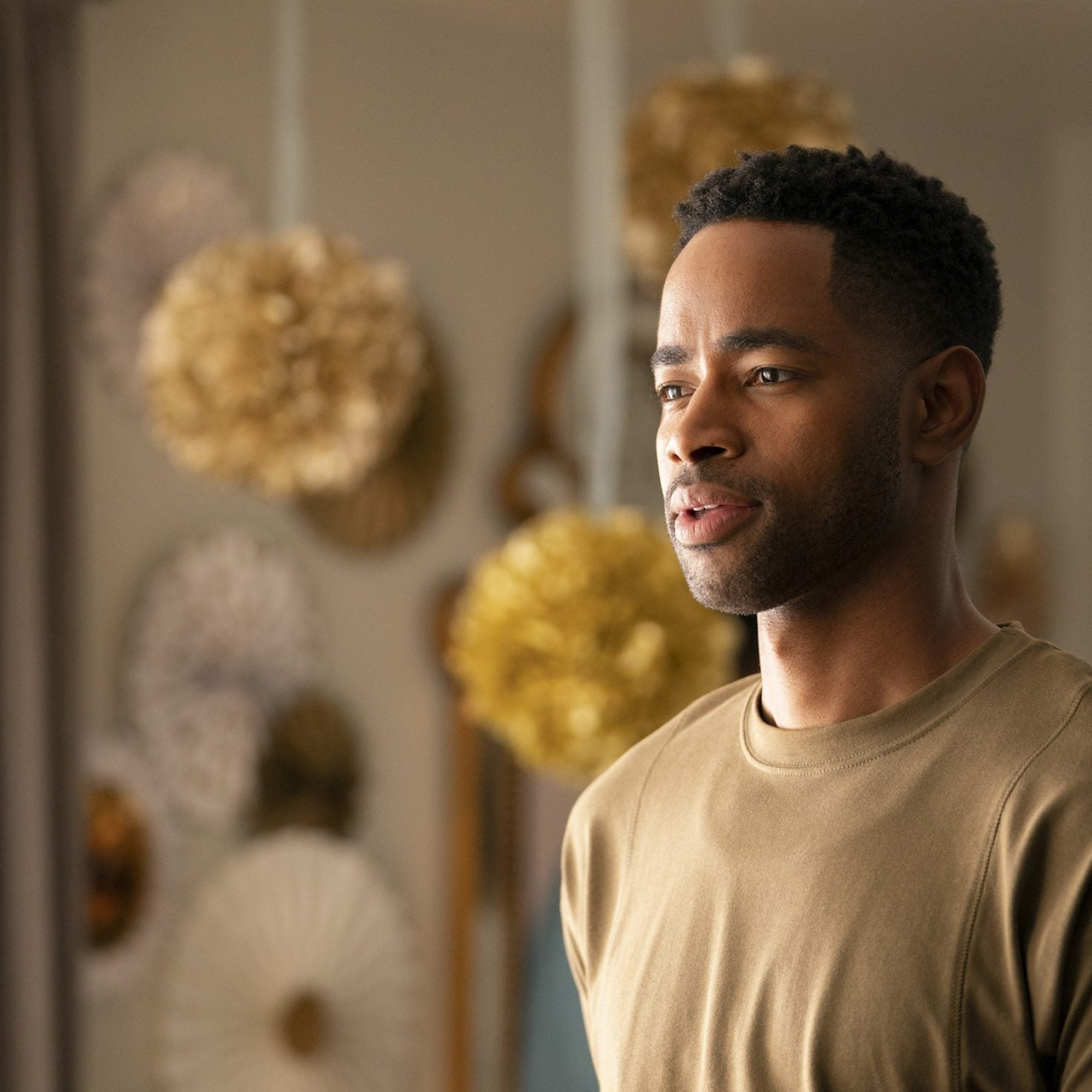 'Insecure' Star Jay Ellis Calls Lawrence Sliding Into Issa's DMs 'The Worst' Decision Ever