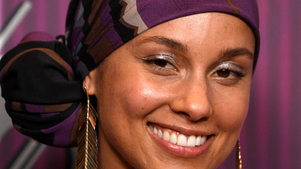 5 Easy Head Wrap Tutorials To Try Before Your Next Zoom Meeting