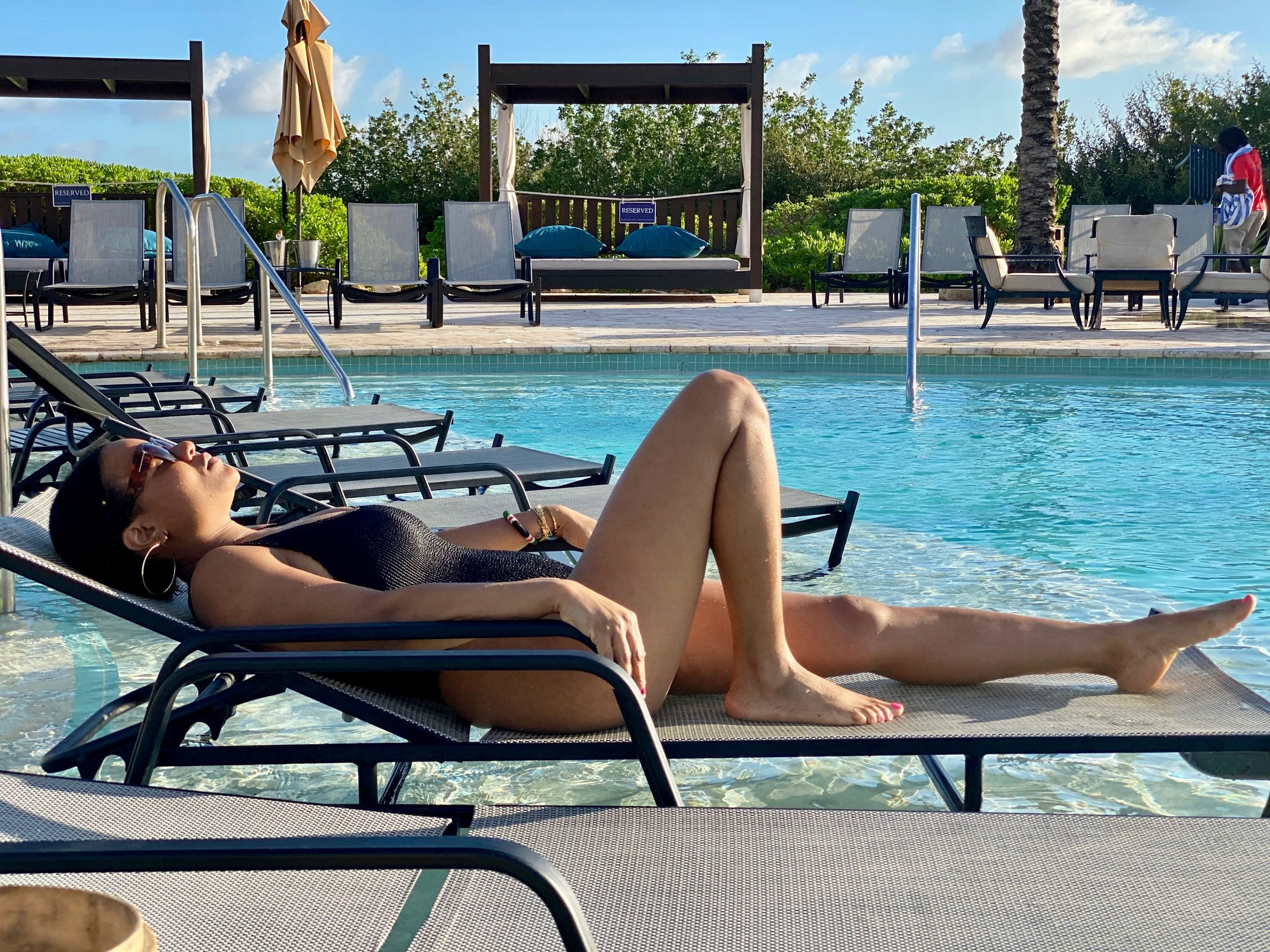 Travel expert relaxes by hotel pool in Curacao