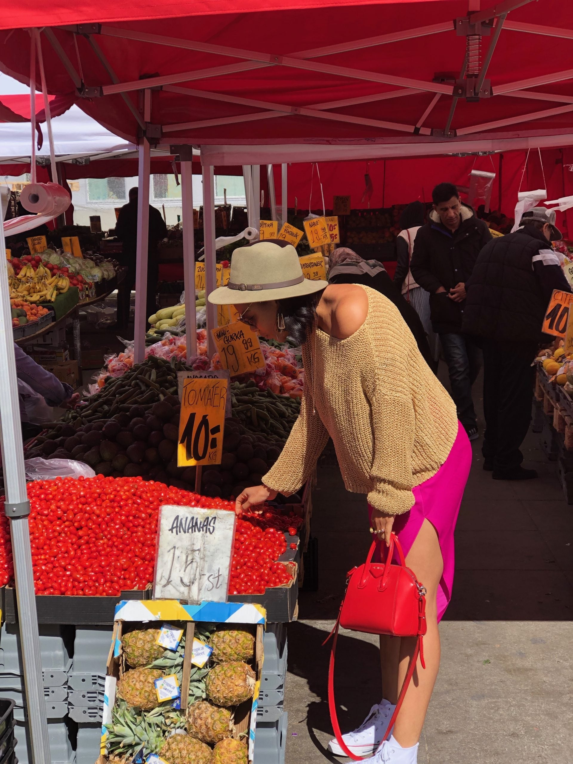 Editor visits a market in Stockholm and bends down to touch cherry tomatoes