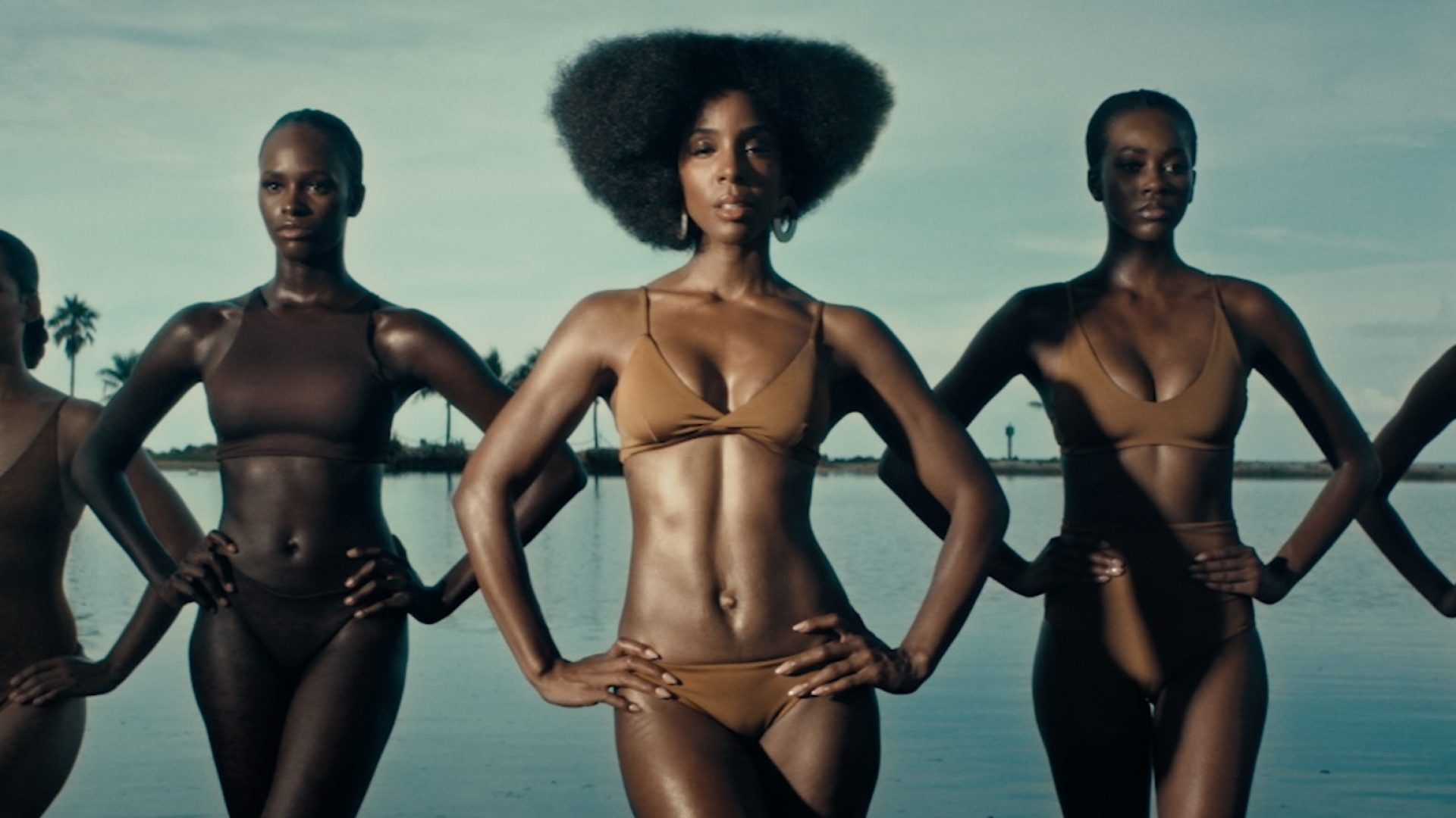 Kelly Rowland Serves Steamy Hot 'Coffee' In New Video