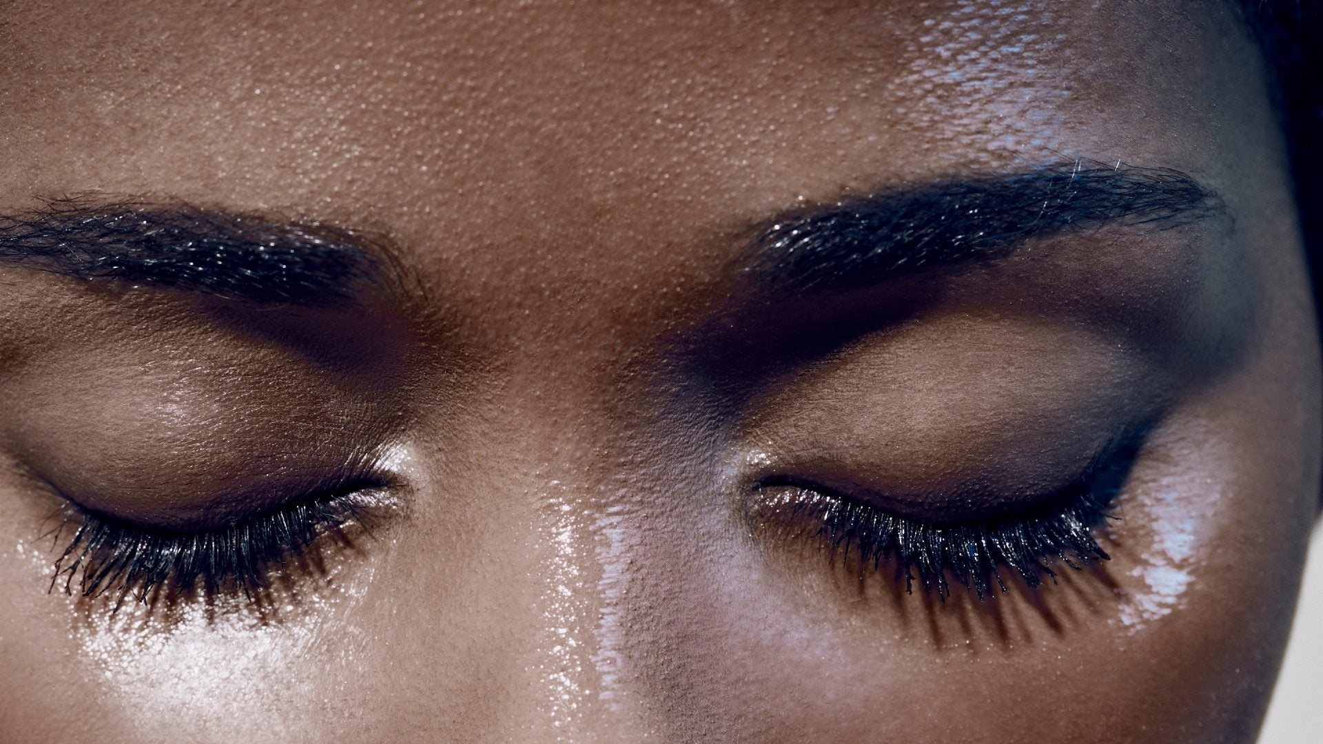 This Is Why Women Are Applying Their False Lashes Wrong