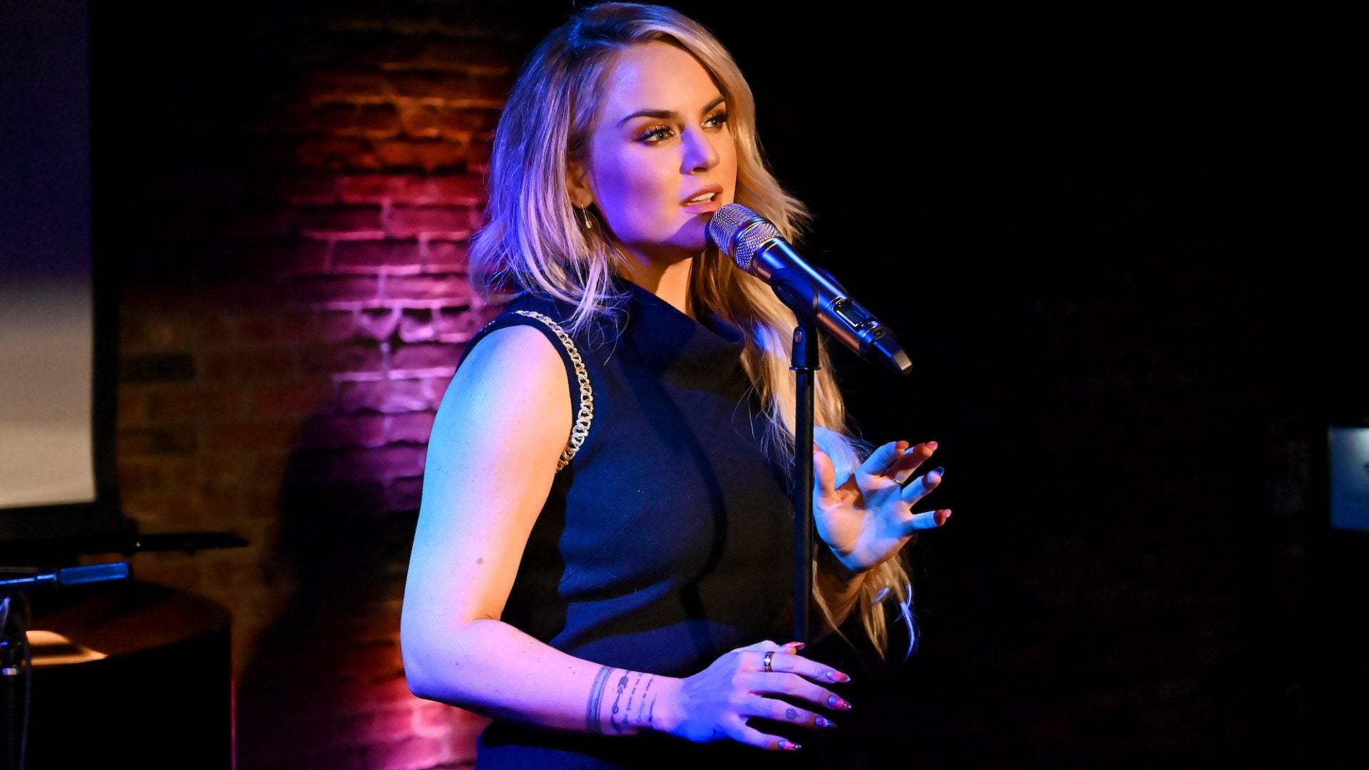 JoJo Performs Acoustic Version Of 'Gold'