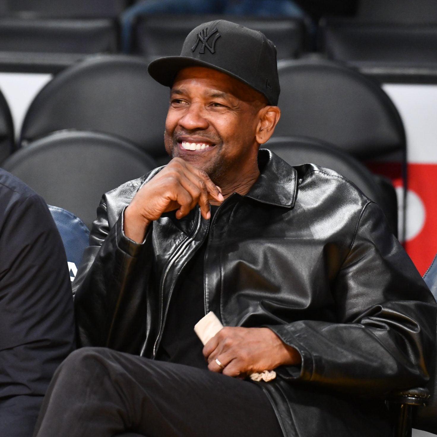 Denzel Washington Helps Homeless Man Walking In Los Angeles Traffic