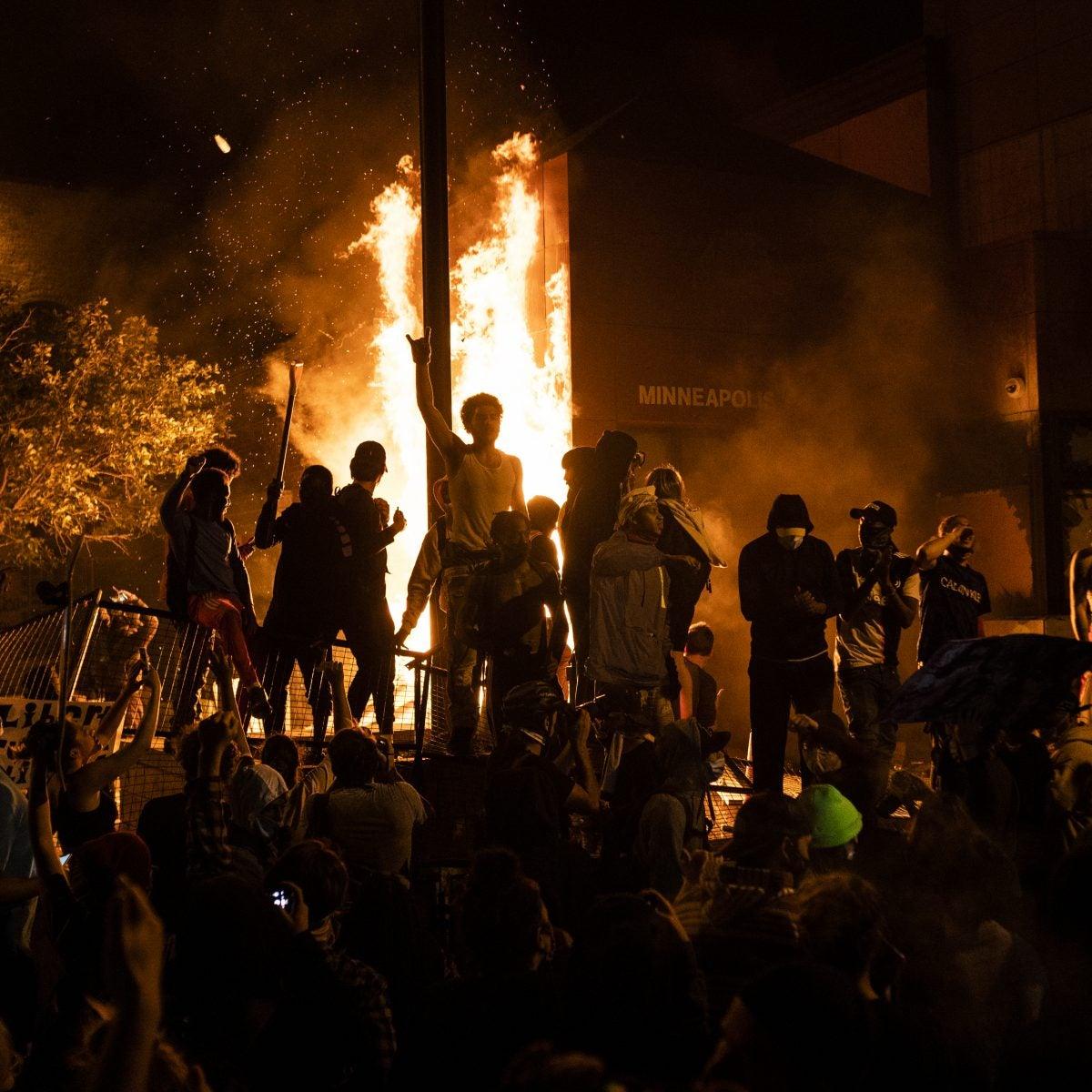 Minneapolis Police Station Set Ablaze, CNN Crew Arrested On-Air