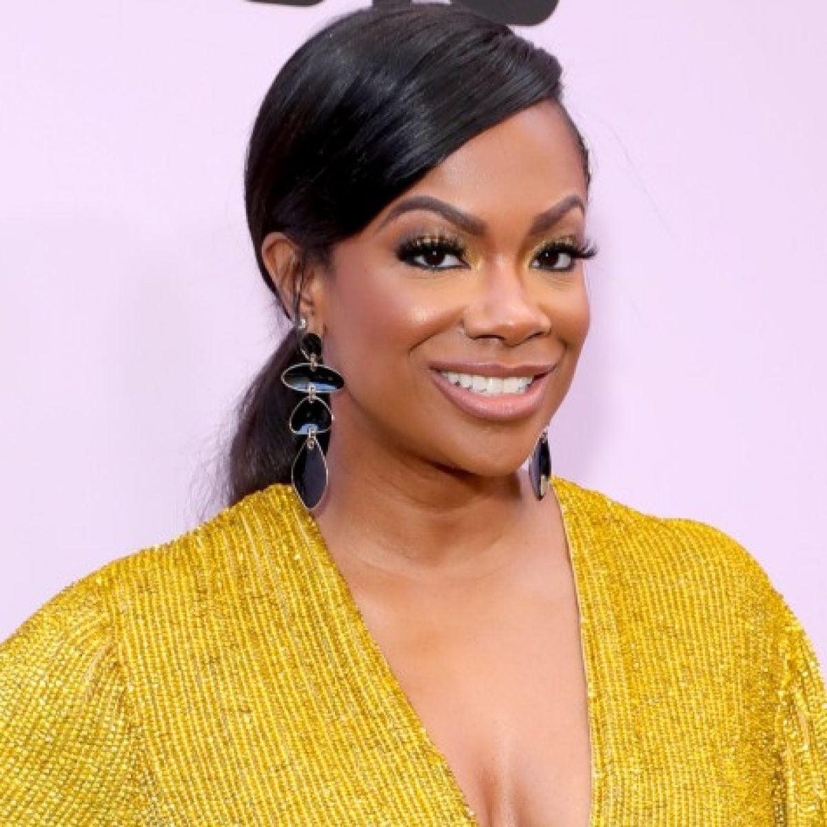 Kandi Burruss Might Go For The Big Chop
