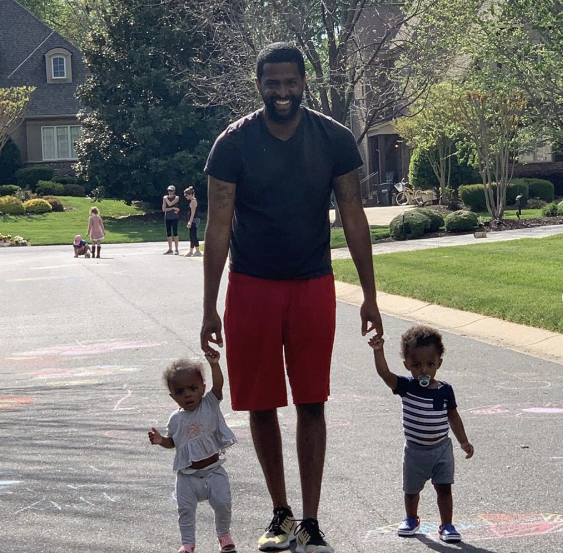 Bakari Sellers with twins