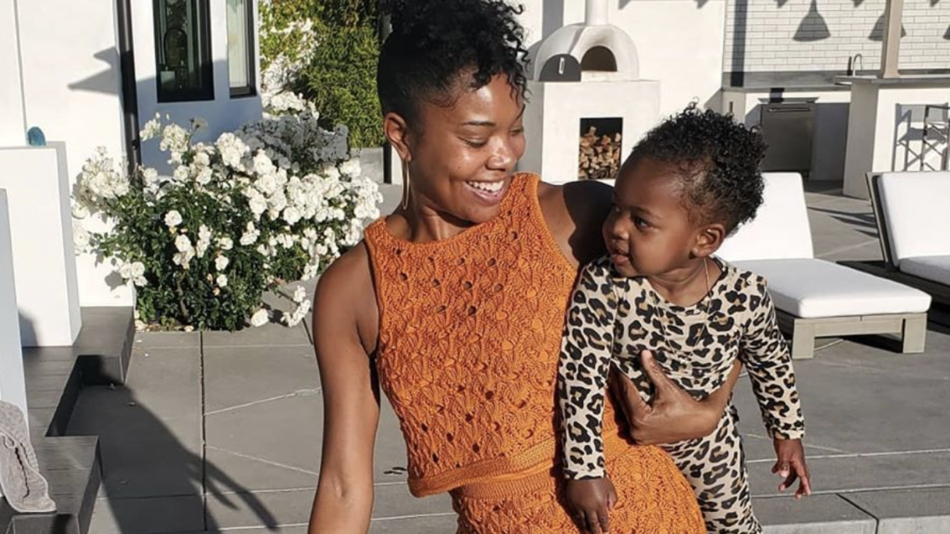 Gabrielle Union Films Hilarious Fruit Snack Challenge Video With Daughter Kaavia