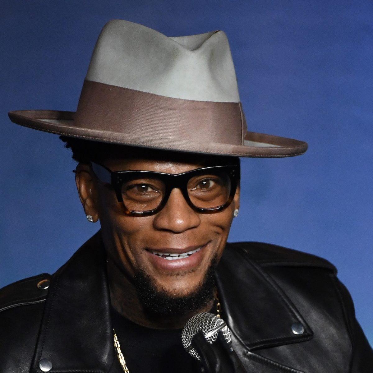 DL Hughley Tests Positive For COVID-19 After Passing Out On Stage