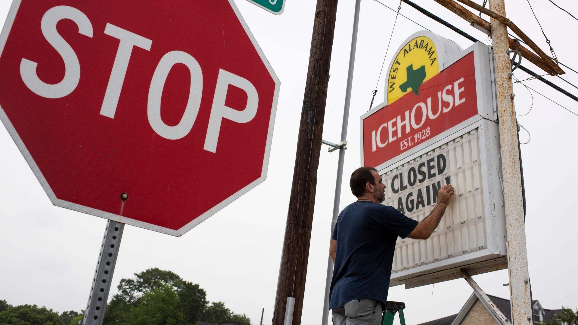 Texas Bar Owner Upset Over Renewed Restrictions Organizes 'Bar Lives Matter' Protest