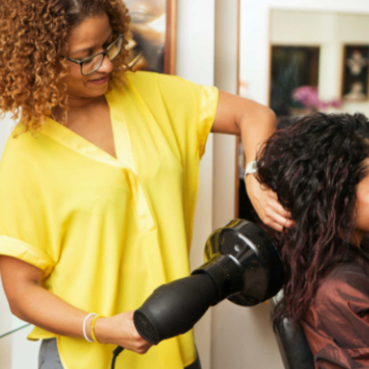 Black Hair Salon Owners And Stylists Can Apply To Receive A New $10,000 Grant