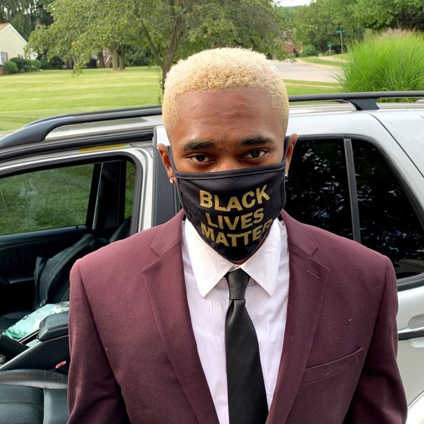 Student Told To Remove 'Black Lives Matter' Face Mask At Graduation Ceremony
