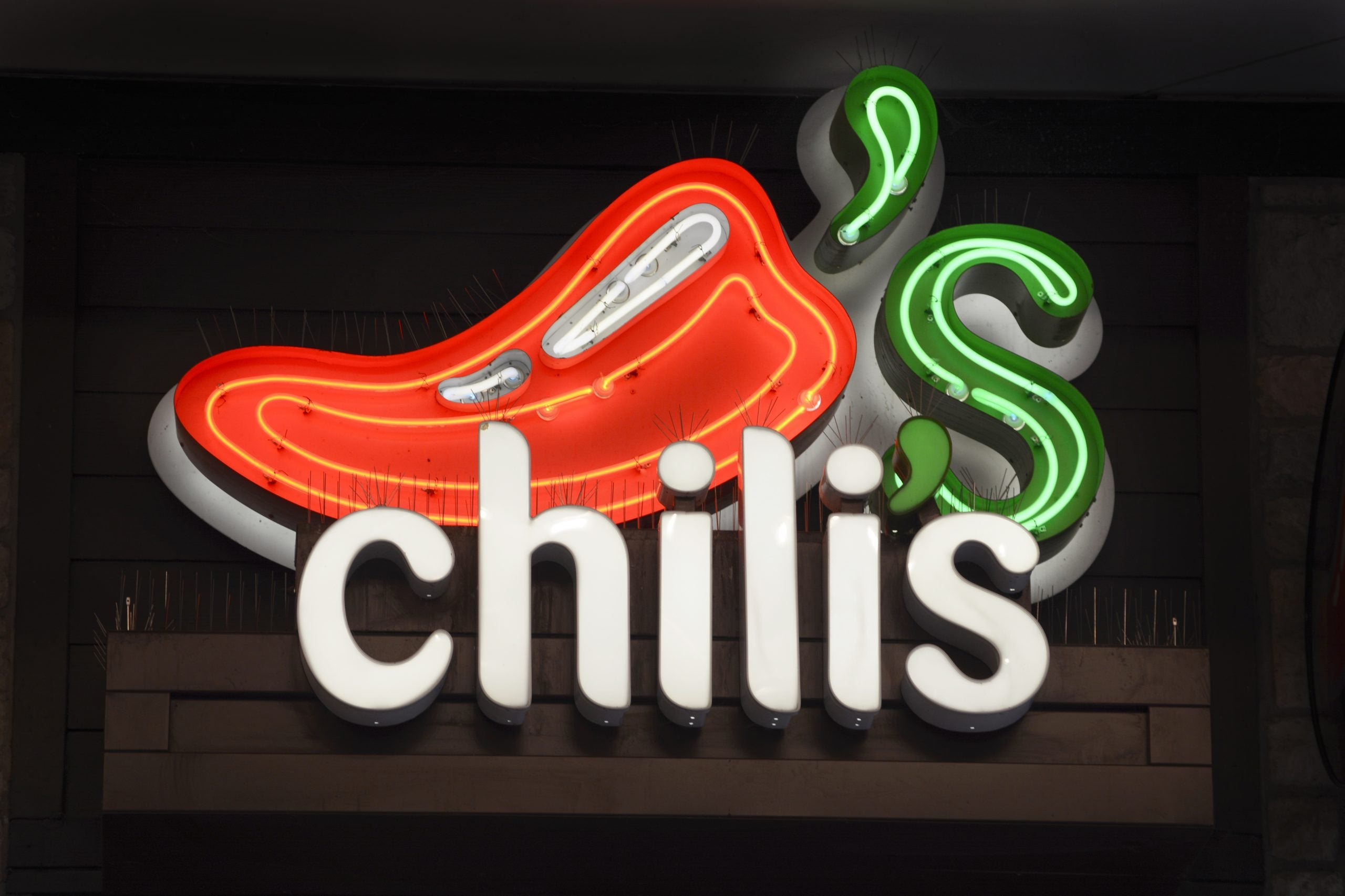 Chili's Teen Hostess Allegedly Attacked For Enforcing COVID Seating Guidelines