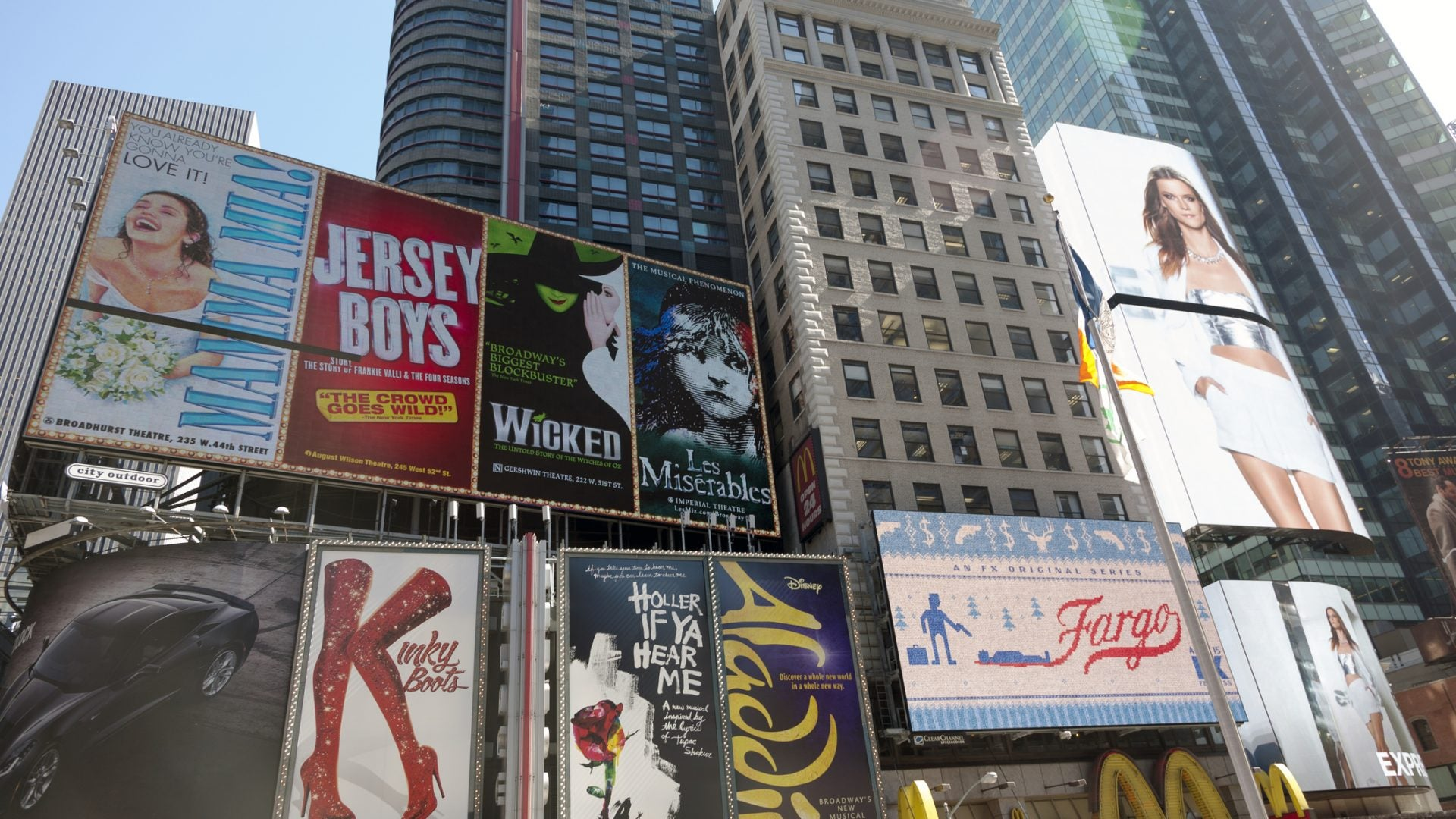 Airbnb Brings Broadway Home With Its New Collection of Virtual Experiences