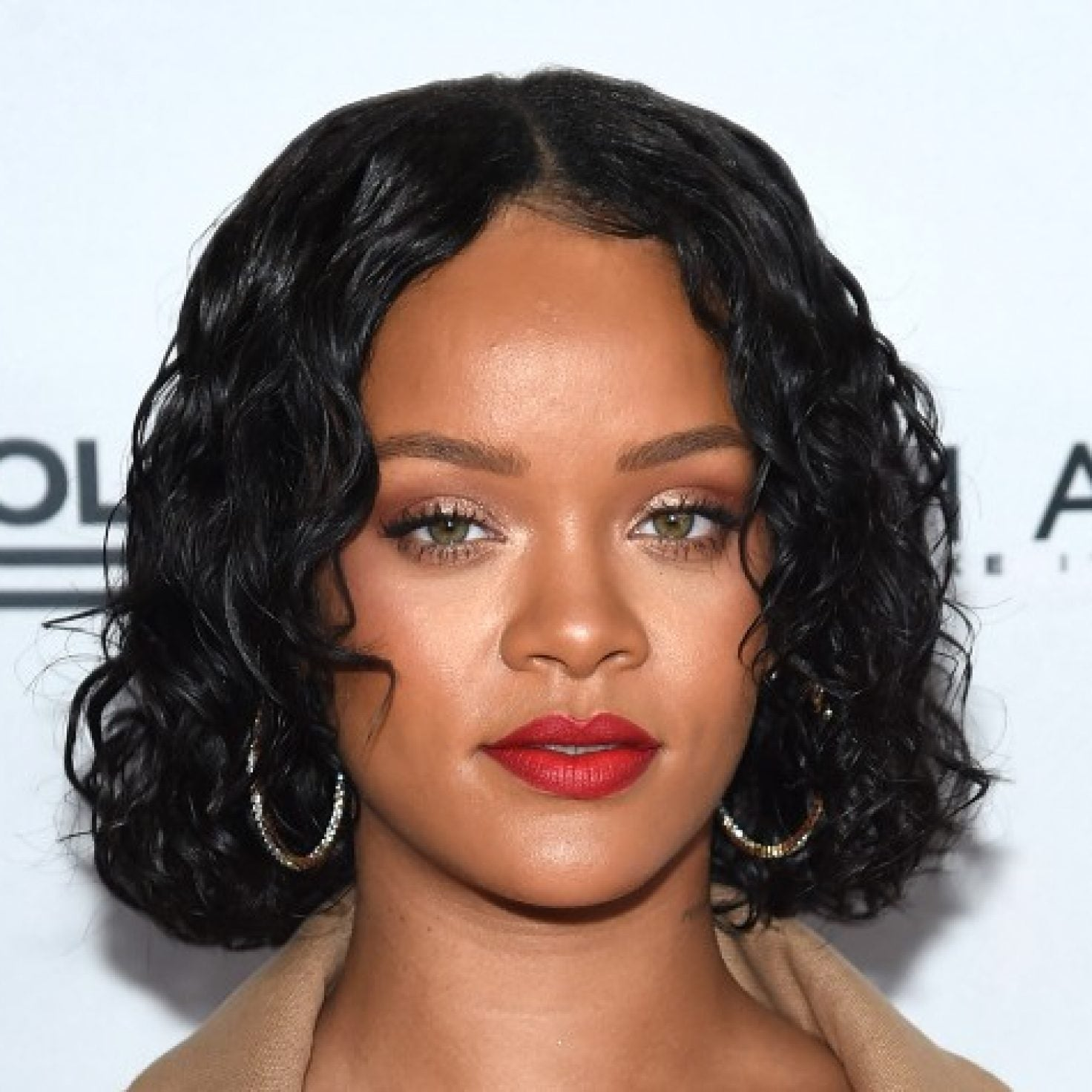 Rihanna Explains Why It May Be A Wrap For Makeup Wipes