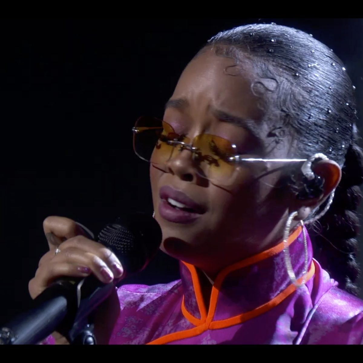 H.E.R. Delivers Heartfelt Emmy Performance Honoring Chadwick Boseman, Naya Rivera, John Witherspoon & More