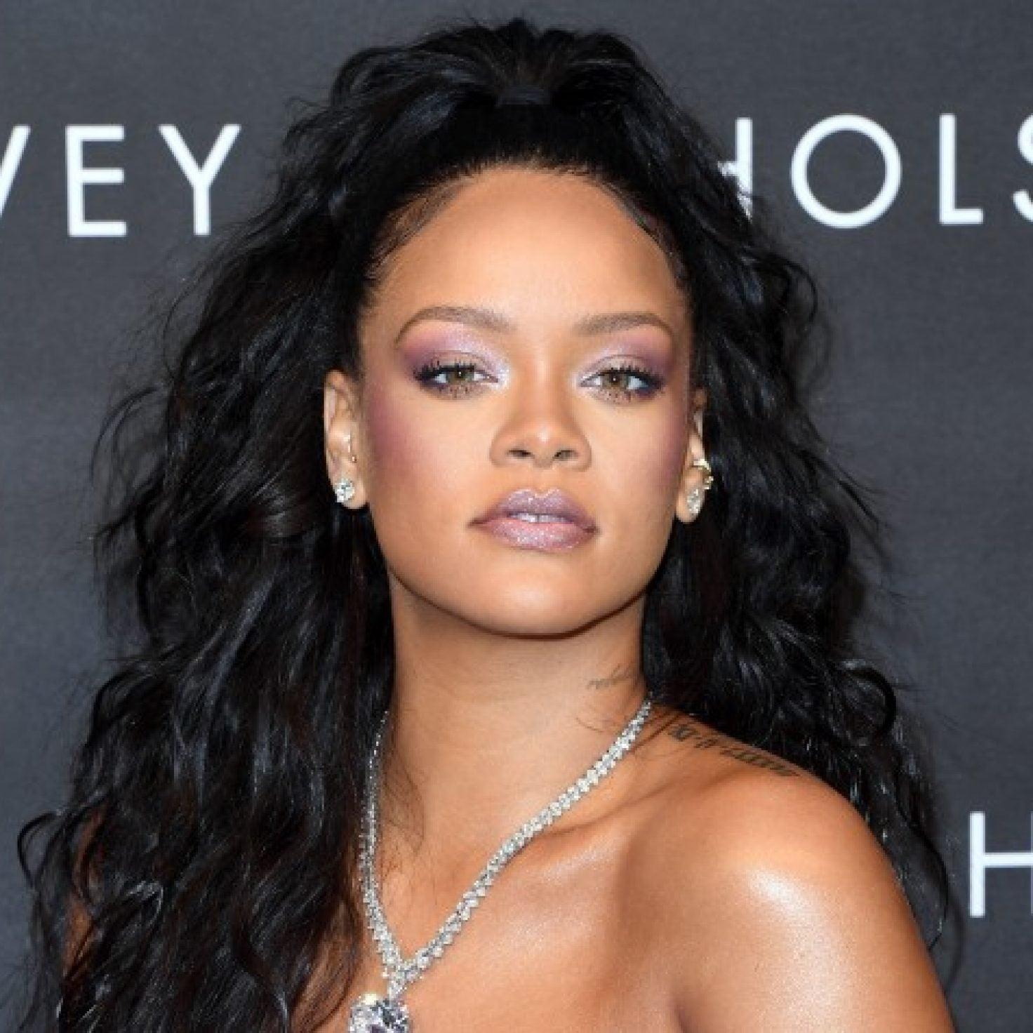 Rihanna Proves Blue Eyeliner Looks Good On Deep Skin Tones