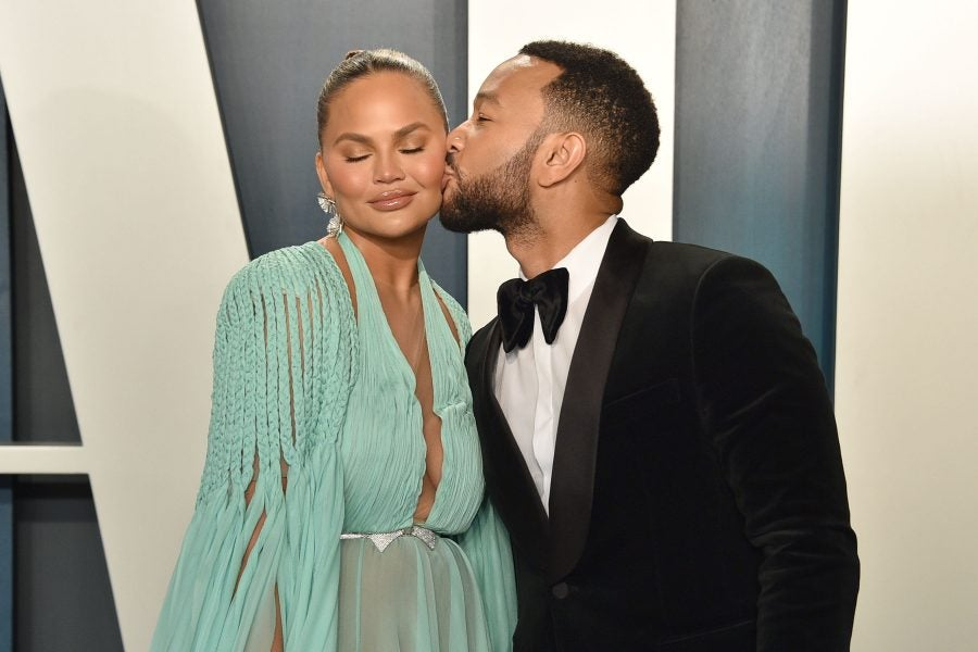 John Legend Performs Emotional Tribute To Wife Chrissy Teigen At ...