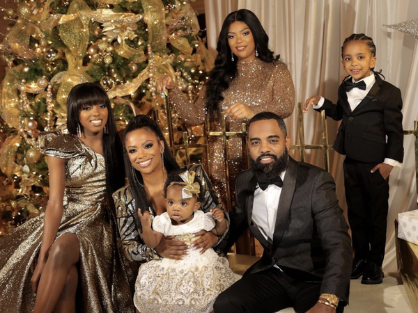 2020 Celebrity Holiday Photos To Get You In The Christmas Spirit
