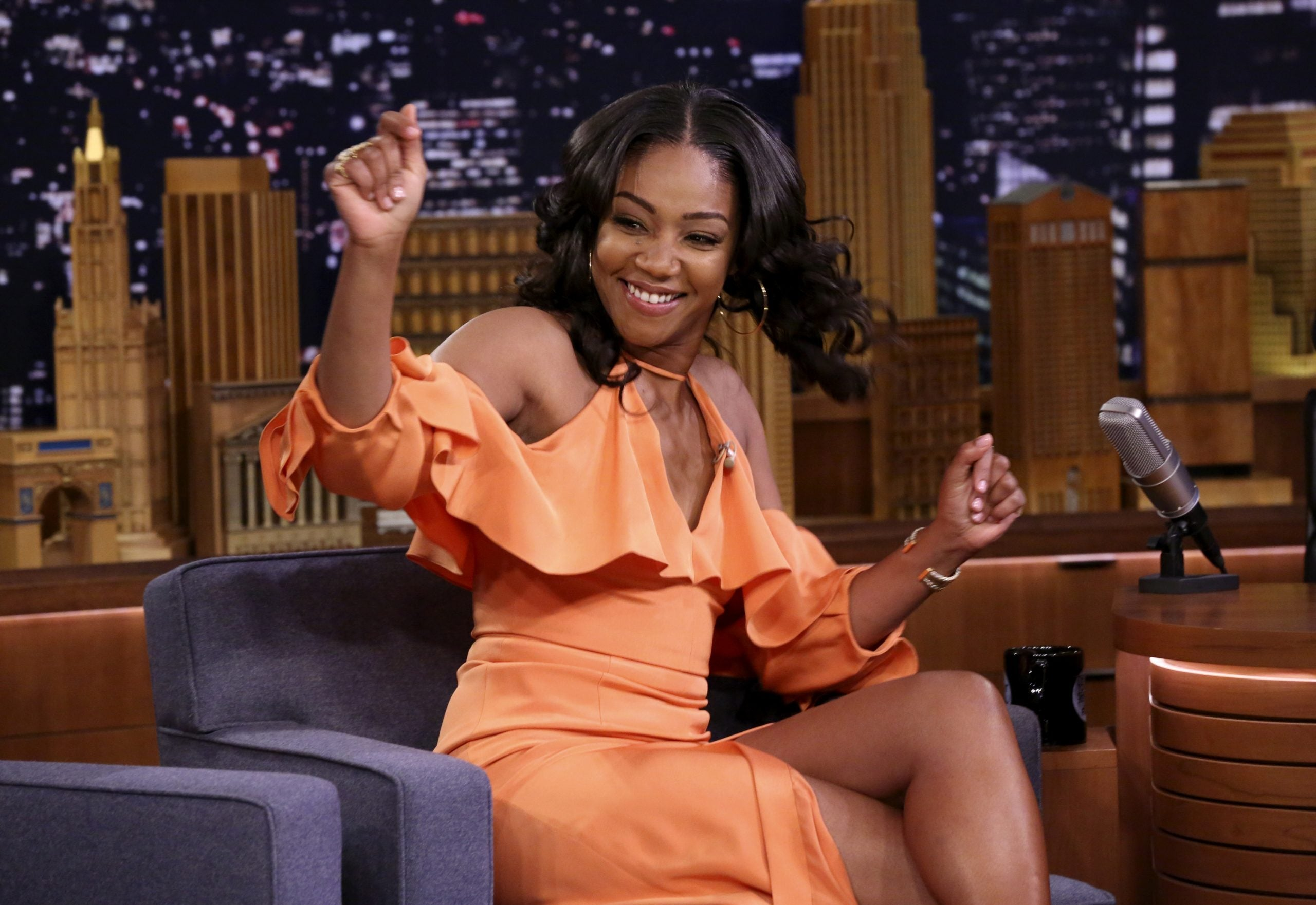 Tiffany Haddish Turns On The Sexy With Common In The Silhouette Challenge