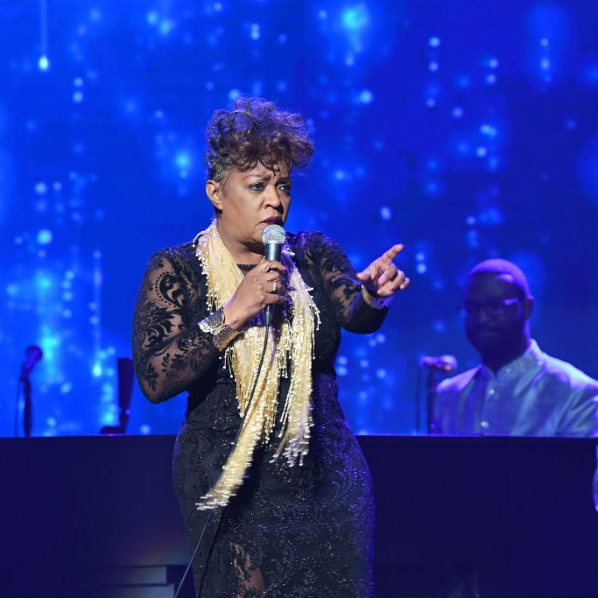 Anita Baker Asks Fans To Stop Streaming Her Music In Efforts to Retrieve Her Masters
