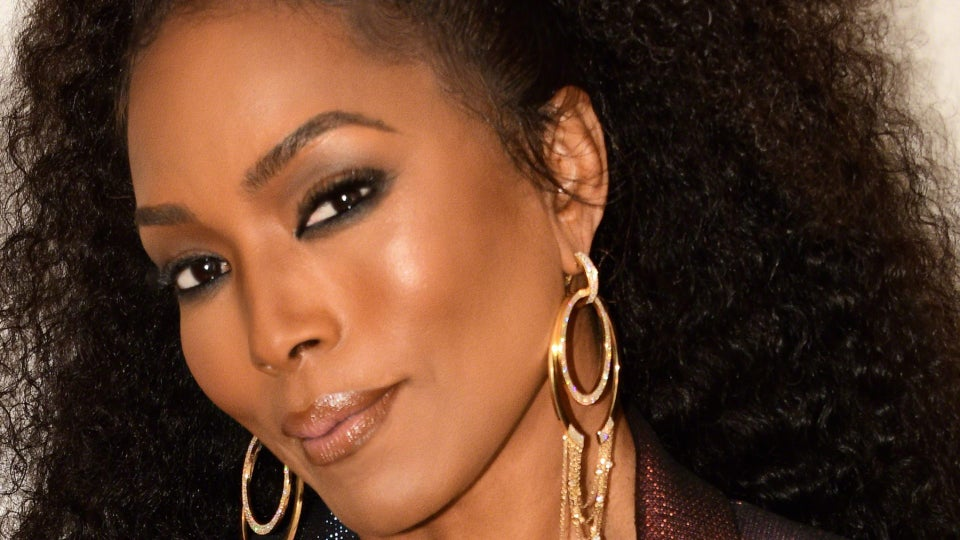 """Angela Bassett On Clean Eating, The Importance Of Cooking For Her Family And The Perks And Pressure Of Those """"Ageless"""" Compliments"""