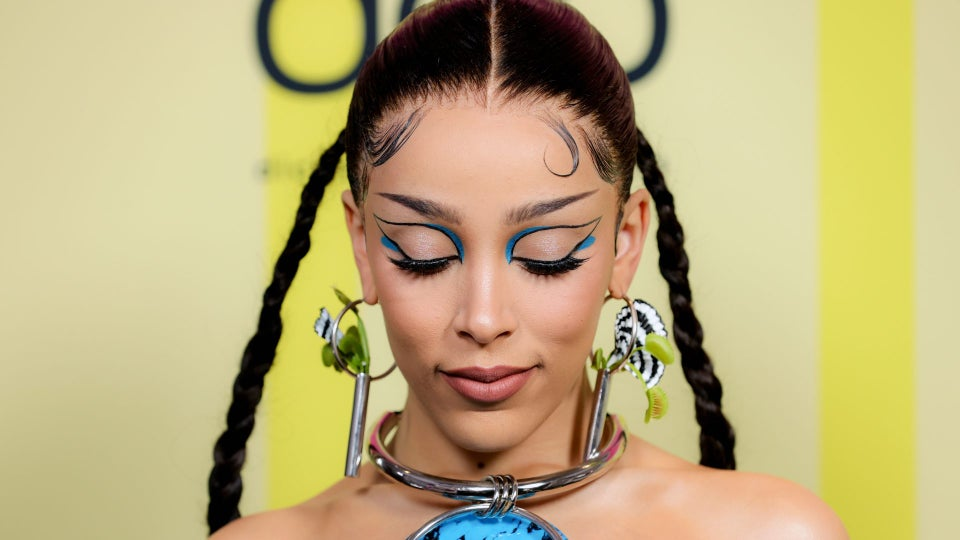 """Doja Cat's 2021 Billboard Music Awards Hair Look Was Inspired By """"Afro-Futurism"""""""