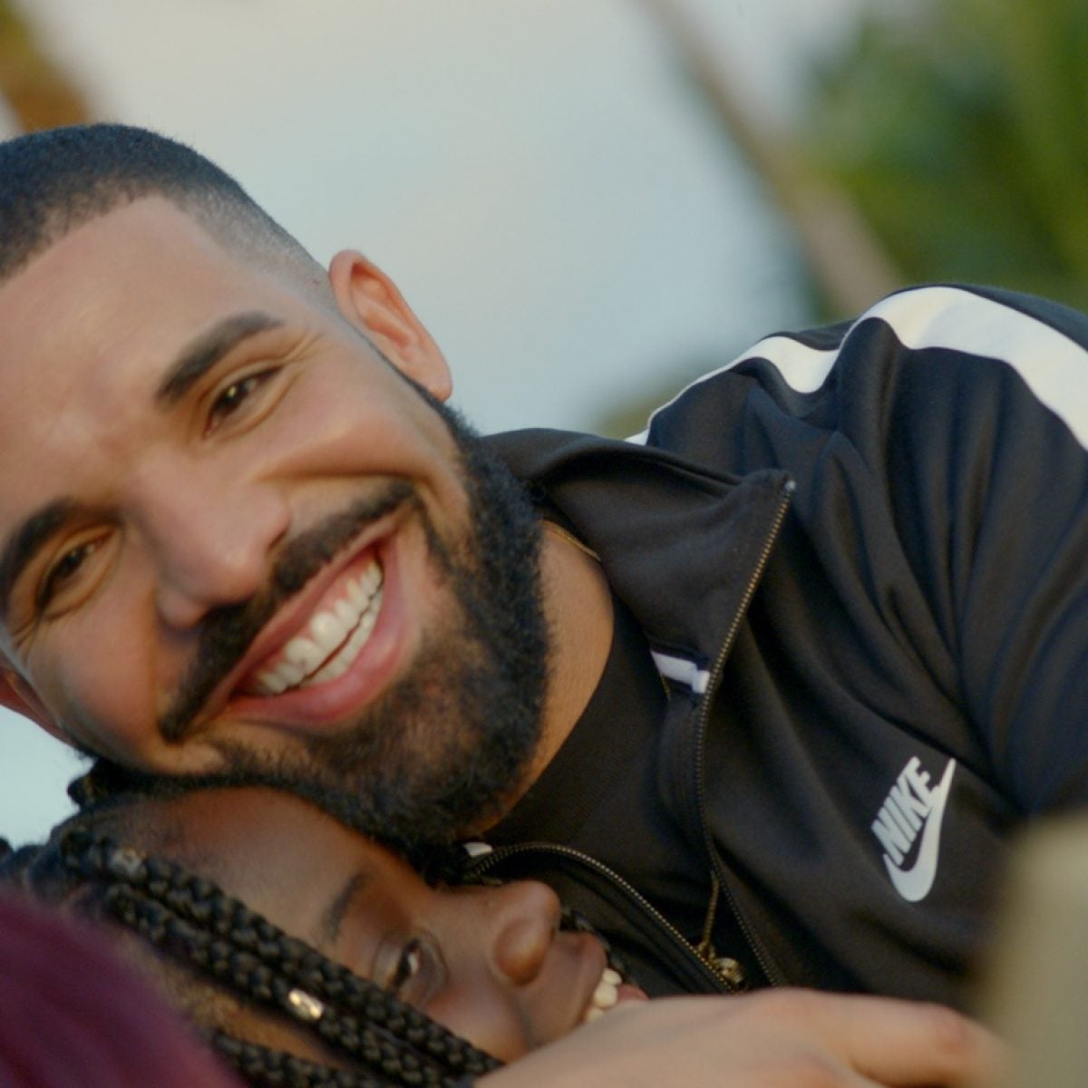 15 Feel-Good Drake Songs Every Woman Needs On Her Playlist