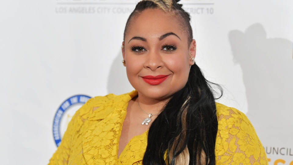 """Raven-Symoné Shows Off 28-Pound Weight Loss: """"I Got A Whole Different Face Going On"""""""