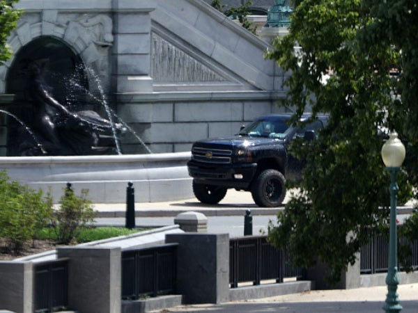 Bomb Threat Reported Near Library of Congress; Suspect Surrenders