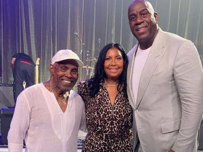 Magic Johnson Surprised Cookie With A Private Concert By Frankie Beverly & Maze For Their 30th Anniversary