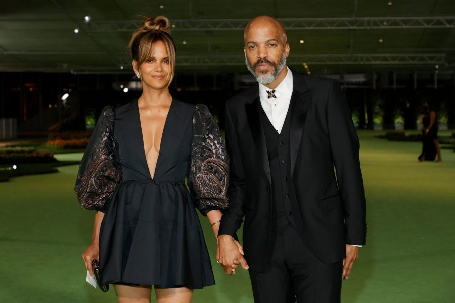 Weekend Love: Halle Berry & Van Hunt And More Moments From Black Celeb Couples