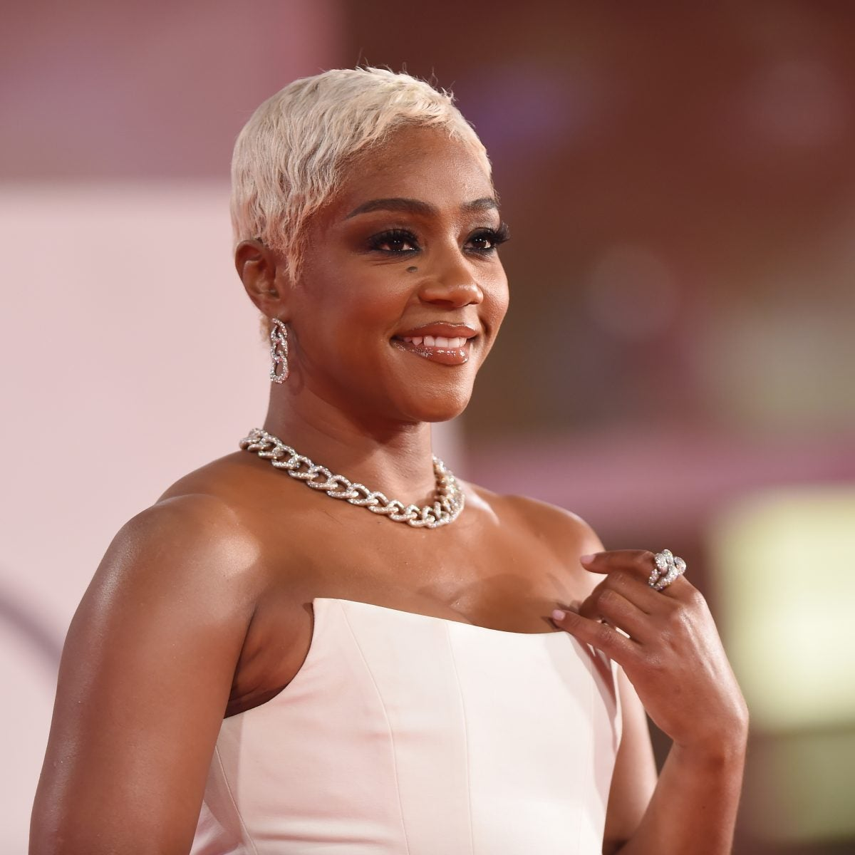 """Bald & Beautiful! Tiffany Haddish And Yvonne Orji Get Real About Big Chops on """"Red Table Talk"""""""