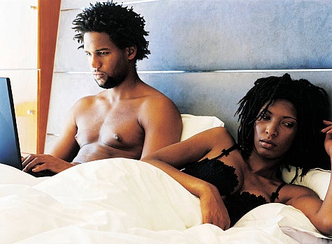aa-couple-in-bed-on-computer.jpg