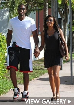 dwayne-wade-gaberielle-union-walking-425.jpg