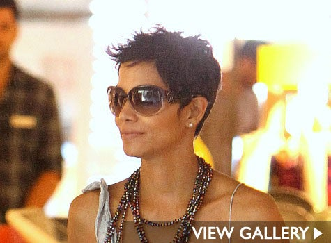 halle_berry_guess_glasses.jpg