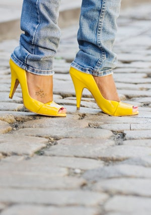 high-heels-yellow-425.jpg